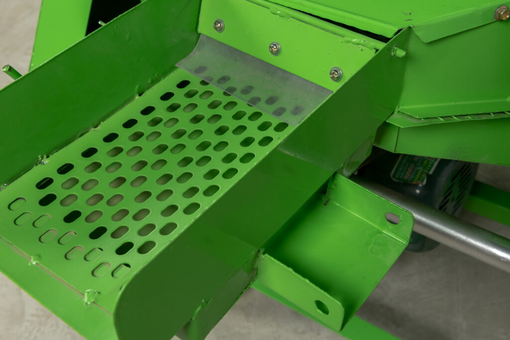 detail picture of peanut sheller