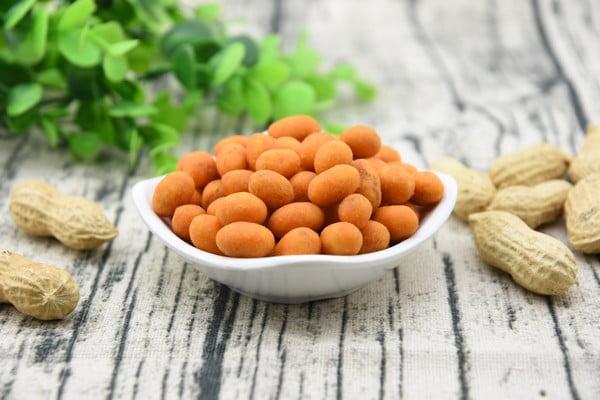 Seasoned coated peanuts